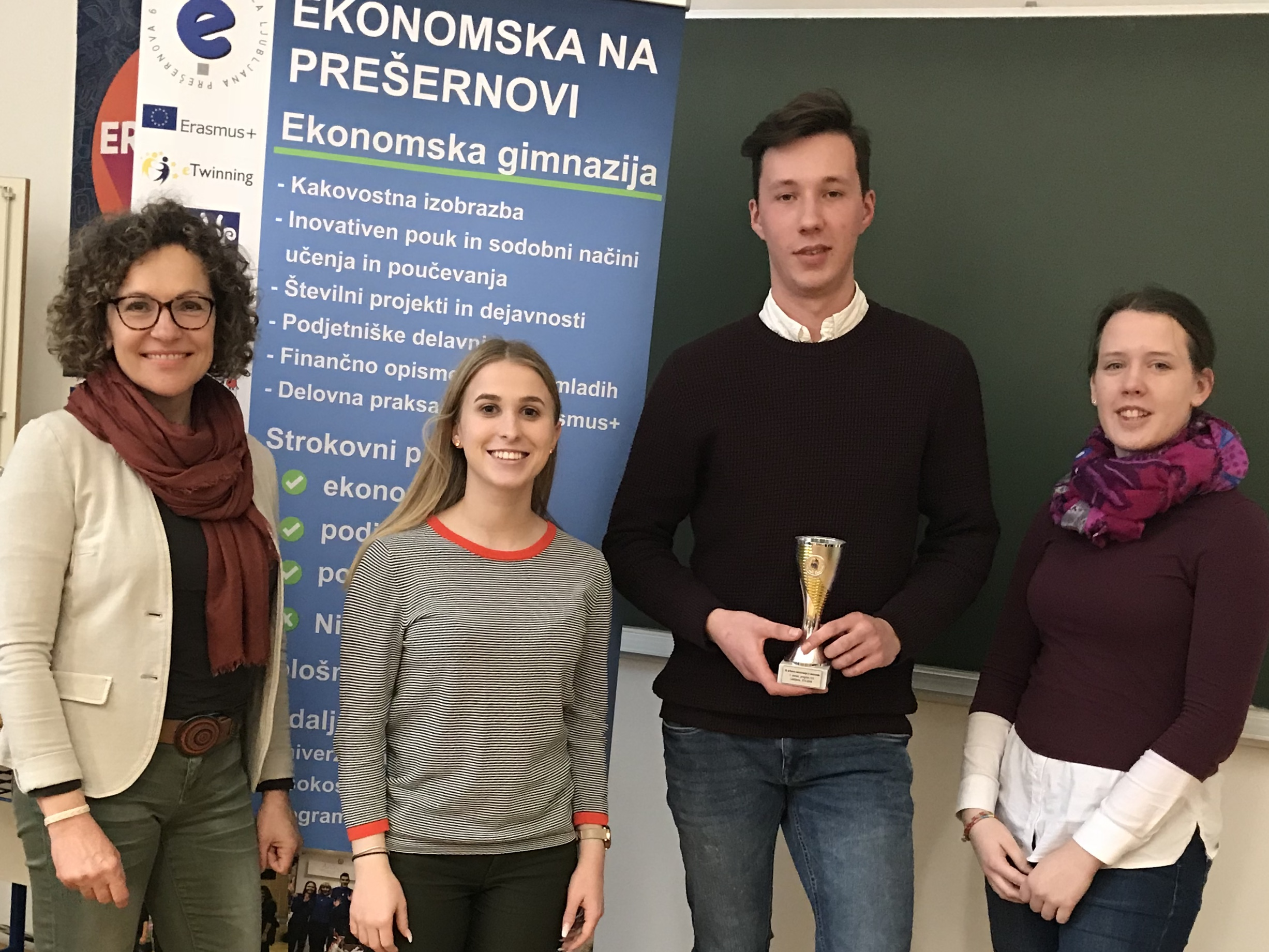 Naši zlati dijaki: Klemen Šetina, Nina Burger in  Eva Renuša – vsi iz 4.a