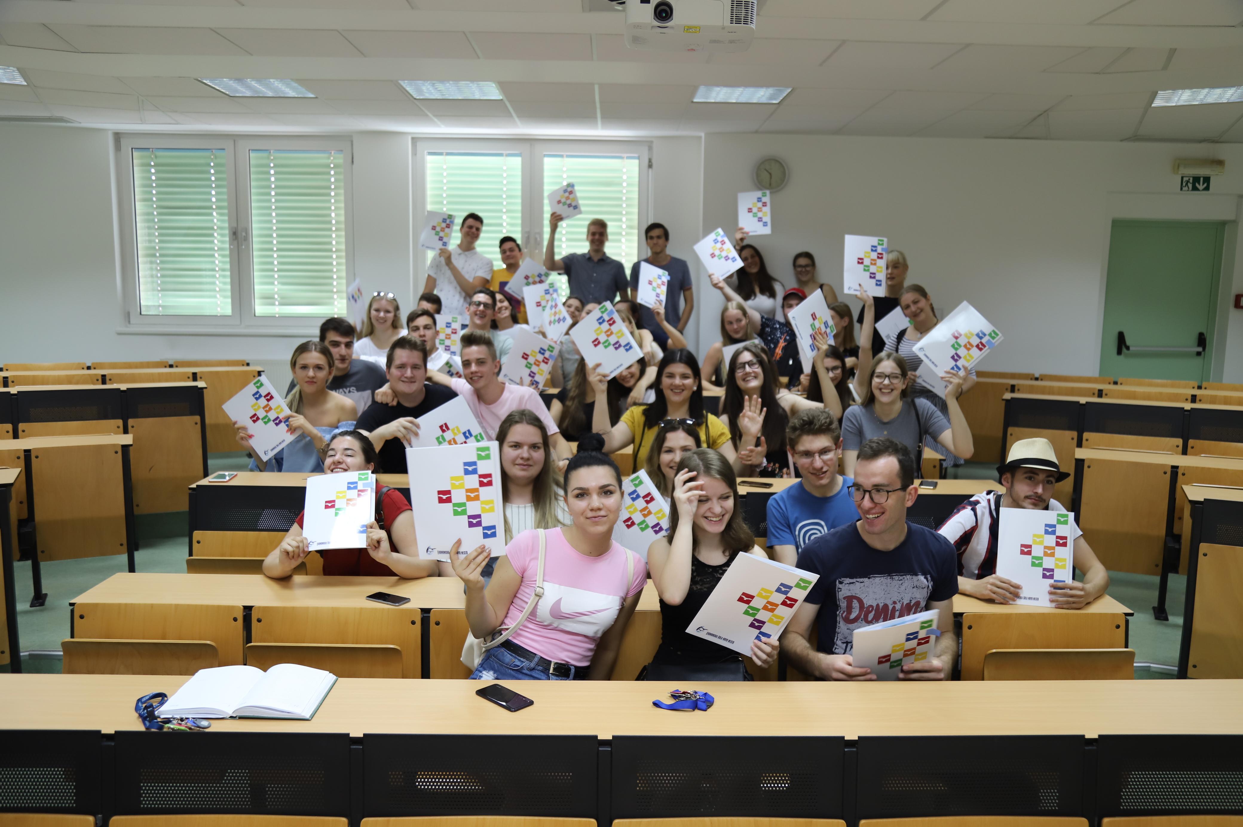 Seznanitev z uspehom in podelitev spričeval poklicne mature 2019 na Ekonomski šoli Novo mesto